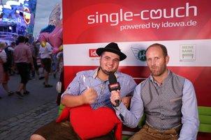 Schon 90 einsame Herzen auf der Single-Couch am Gäubodenvolksfest